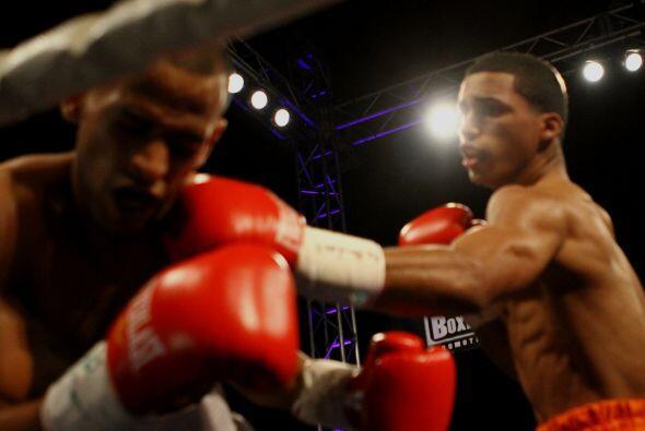 Mientras, John Karl Sosa (2-0, 2 KOs), de Caguas, venció por noca...
