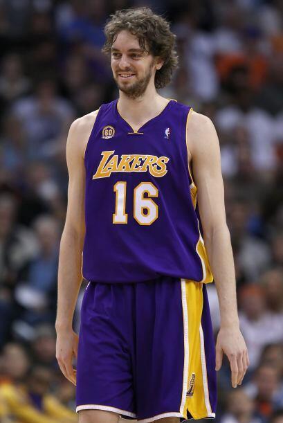 El 3 de febrero de 2008, Gasol fue traspasado a Los Angeles Lakers por K...