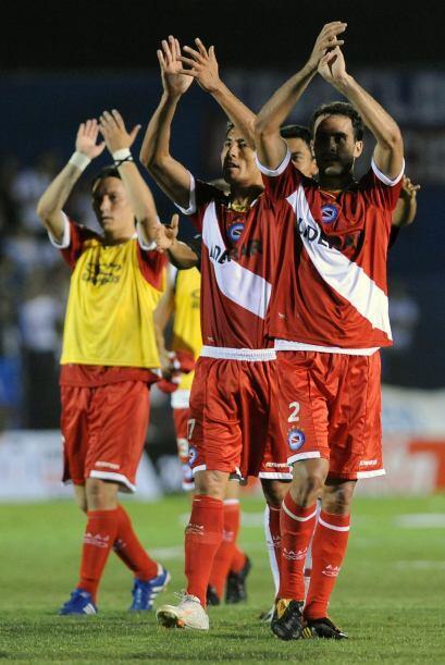 Argentinos Juniors venció por 1-0 de visitante al Nacional que se mantie...