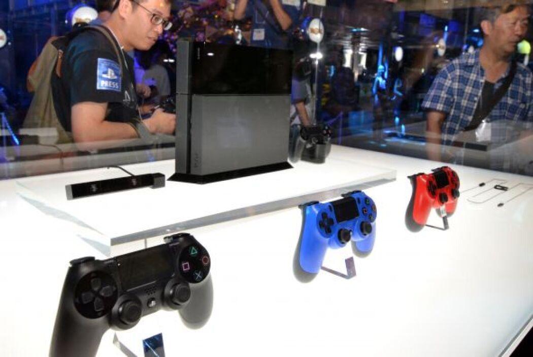 Incluso, la emoción les recorría el cuerpo al ver que el Dualshock 4 ven...