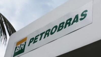 Moody's rebajó dos peldaños la nota de Petrobras.