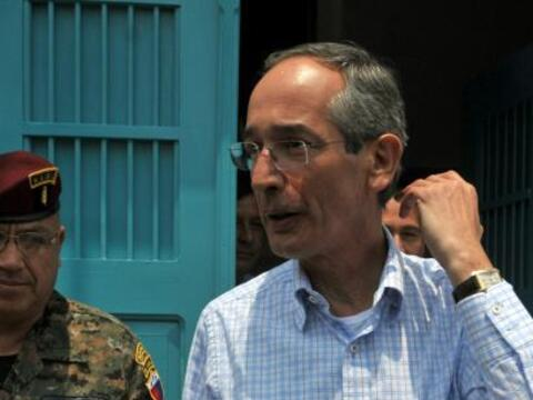 El presidente Alvaro Colom supervisó el martes a cientos de solda...