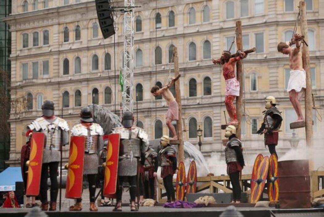 Decimotercera Estación: Jesús muere en la cruz.