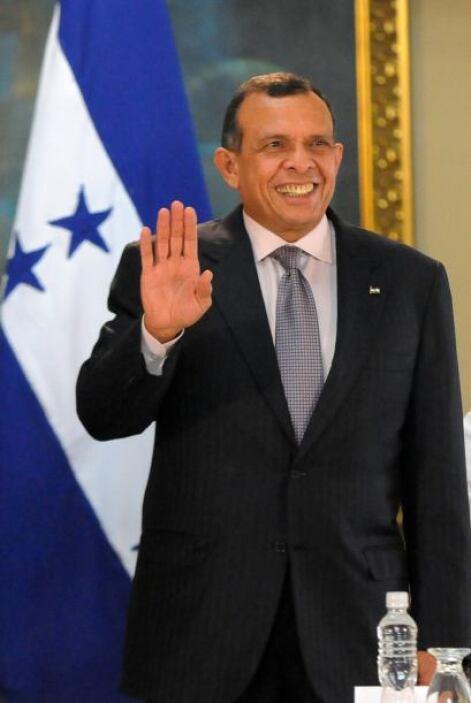 Porfirio Lobo, el presidente de Honduras, fue uno de los menos populares...