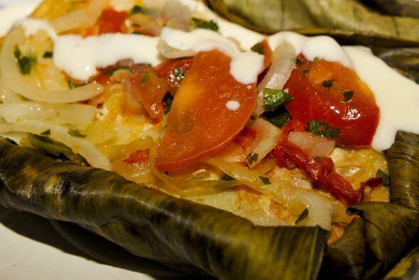 Tamales deliciosos de pollo: El pollo a la brasa y mezcla de harina de m...