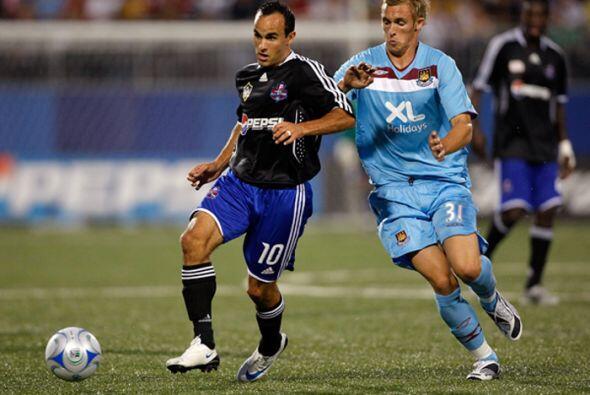 2008: MLS 3-2 West Ham United. Comandadas por Landon Donovan, las Estrel...