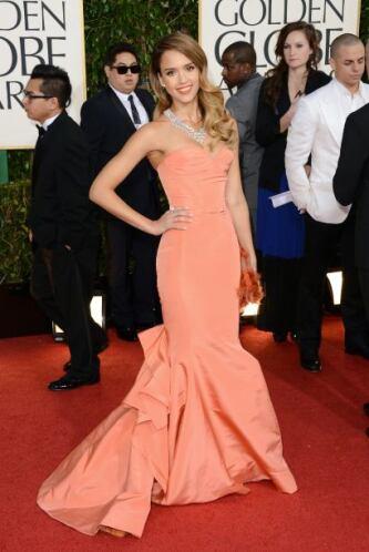 Como toda una sirena lució Jessica Alba, cuyo vestido la hizo ver exquis...