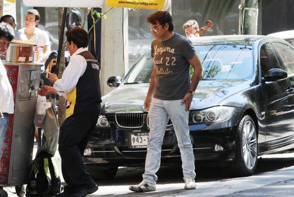 Pidiendo su vehículo al valet parking. Mira aquí los videos más chismosos.
