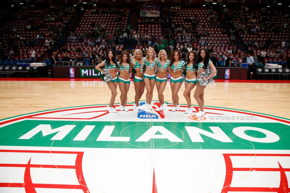 Las hermosas porristas de los Celtics se robaron las miradas en Milán.