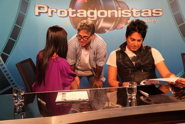 Los jueces Isabella Santo Domingo y Beto Cuevas recibieron instrucciones...