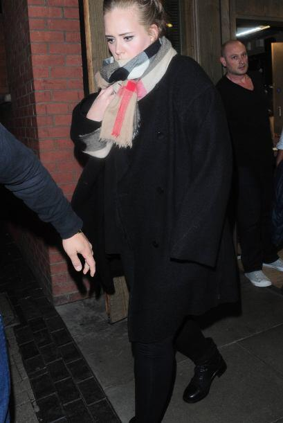 """""""Mujer prevenida vale por dos"""", por eso Adele no sale a la cal..."""