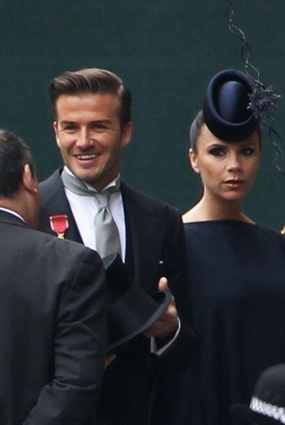 David y Victoria mostrando una elegancia impecable para el evento del año.