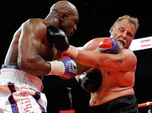 Y es que Holyfield ya no es el veloz y letal guerrero del ring, pero con...