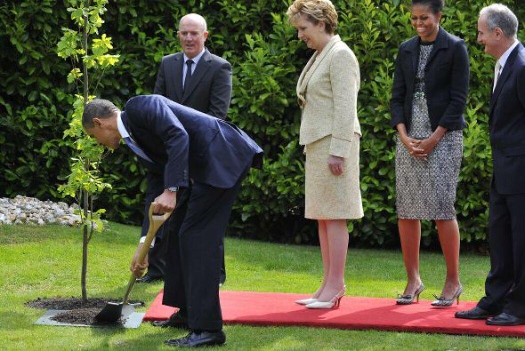 Obama estuvo en la residencia de la presidenta Mary McAlesse, donde plan...