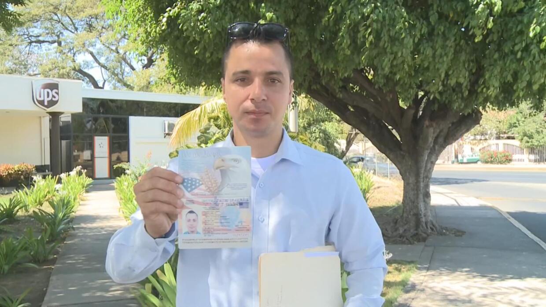 Regresa a EEUU siete años después de haber sido deportado a pesar de ser...