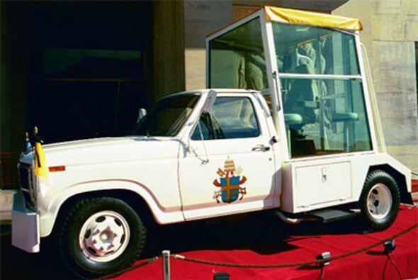 Ford F-350:En 1982 con motivo de la primera visita del Papa a la Argent...