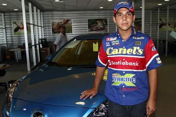 Carlos Blum también es un joven mexicano que aspira a llegar lejos en el...
