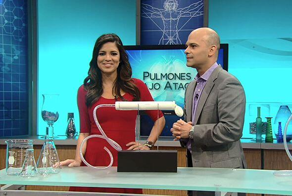 La presentadora Pamela Silva Conde y el doctor Juan Rivera demostraron l...