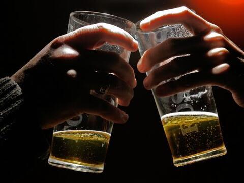 Cuatro millones de personas en México abusan del alcohol; los j&o...