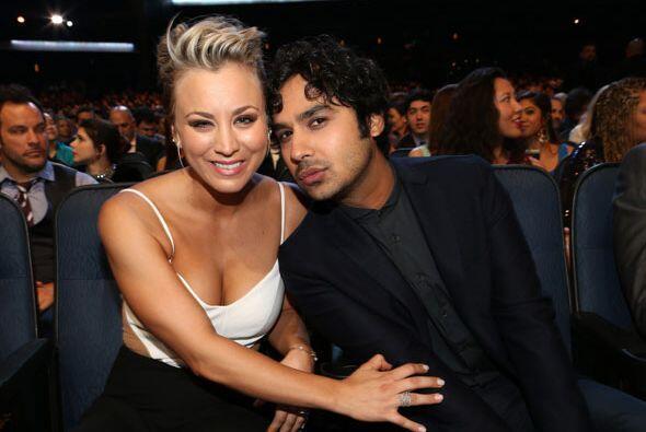 Kaley Cuoco y Kunal Nayyar de 'The Big Bang Theory', muy buenos amigos.