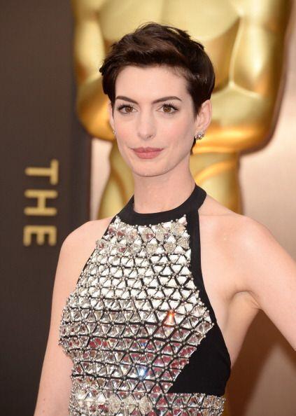 Anne Hathaway se enamoró de la comodidad que proporciona el cabel...