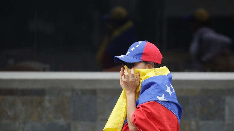 Resultado de imagen para Adolescente venezolano se suicida en Colombia