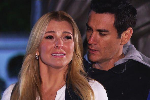 """Con el dolor más profundo de su corazón, """"Sofía"""" dejó a """"Chava"""" para que..."""