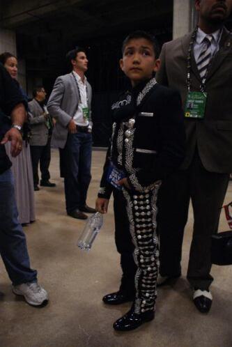 Sebastien de la Cruz recibió el apoyo de toda la comunidad de San Antonio.