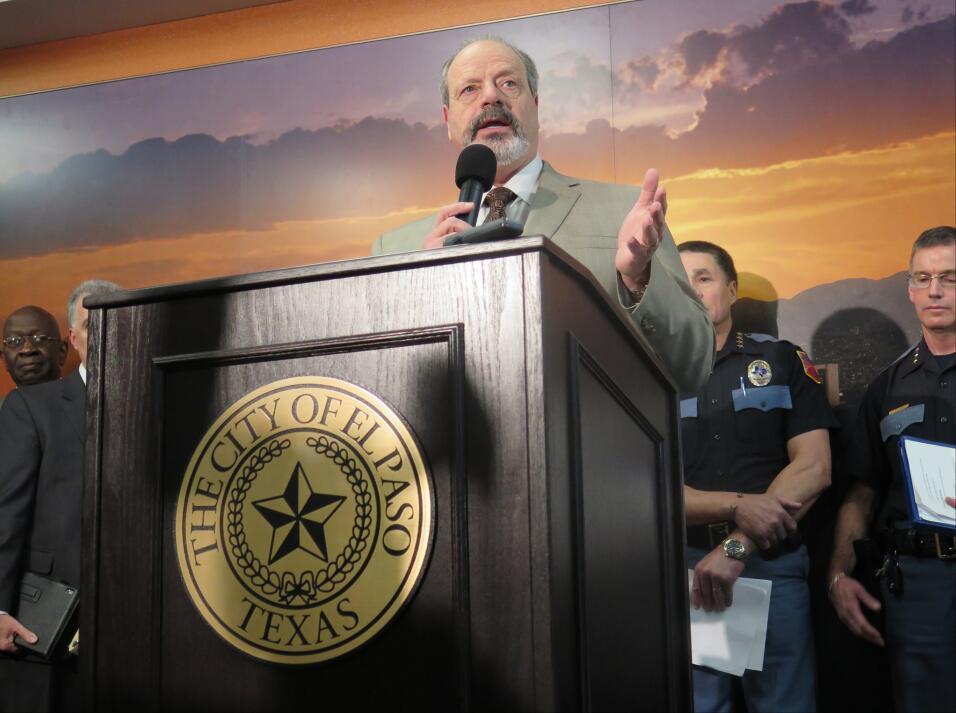 Óscar Leeser, alcalde de El Paso, Texas, habla el martes 26 de enero de...