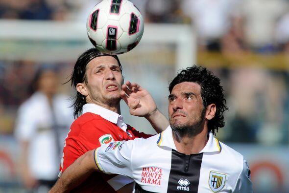 Asimismo, Parma y Bari tenían un choque de conjuntos que pelean e...