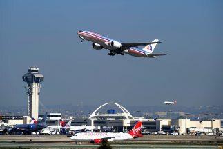 En una época en que las aerolíneas cambian, se fusionan e inventan nueva...