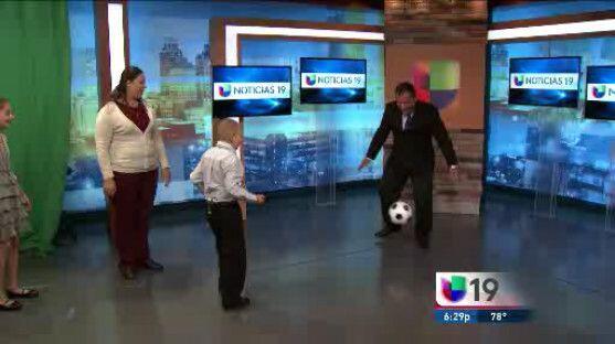 Juanito cumple su sueño de jugar fútbol con Jairo