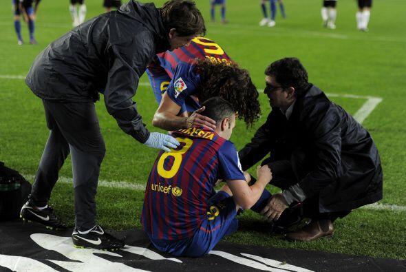 La nota negativa del partido se dio con Andrés Iniesta, que sufrió una l...