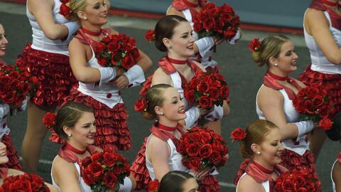 La gracia de las bailarinas en el Desfile de las Rosas 2017.