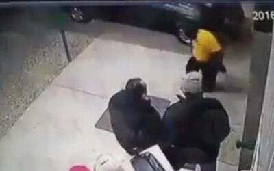 Pistoleros abren fuego en centro de apuestas clandestino de México y dej...