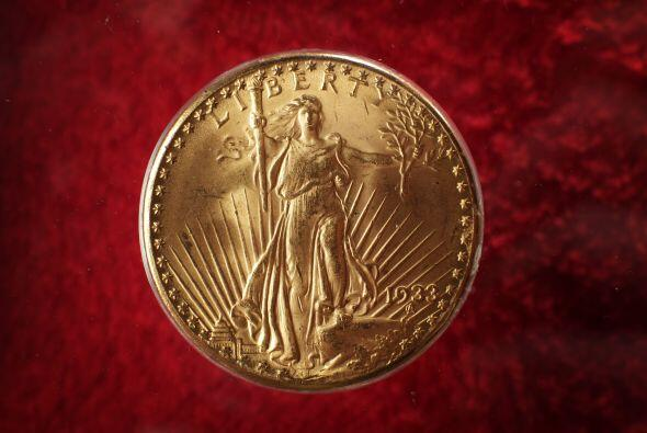 Con sólo 27 gramos de peso y 34 milímetros, esta moneda de 20 dólares de...