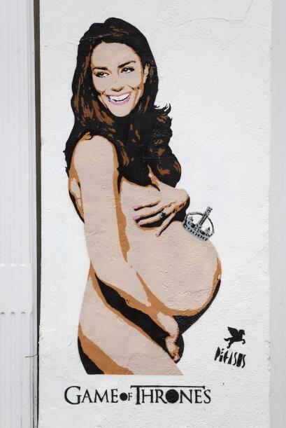 Una muy embarazada y desnuda Kate Maiddleton apareció esta mañana en las...