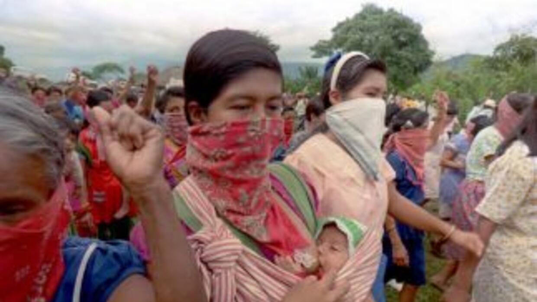 Indígenas mexicanos han sitiado a su comunidad por el temor a ataques de...