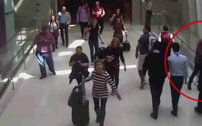 Captado en cámara: Un oficial del aeropuerto de Los Ángeles salva la vid...