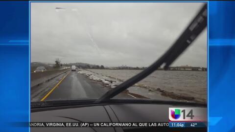 Captan en video el momento en el que se inunda una carretera de Vallejo