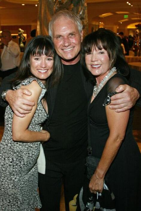 Jill Schoelen (izquierda) conoció a Pitt en el set de 'Clase Snagrienta'...