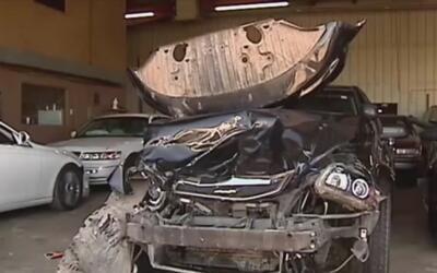 Patrulla policial queda destrozada tras impactar violentamente con una v...