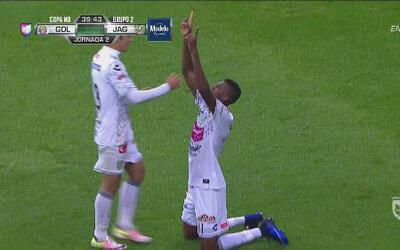 José Ayoví aprovecha la mala marca de Chivas y anotó para Chiapas