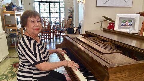 La mexicana Lía Cámara en su casa de Mérida, México, donde solía recibir...