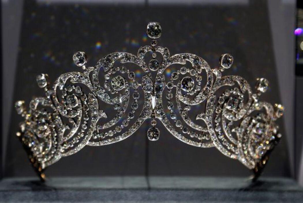 Y volviendo a las joyas, esta es una tiara diseñada por Cartier en 1902.