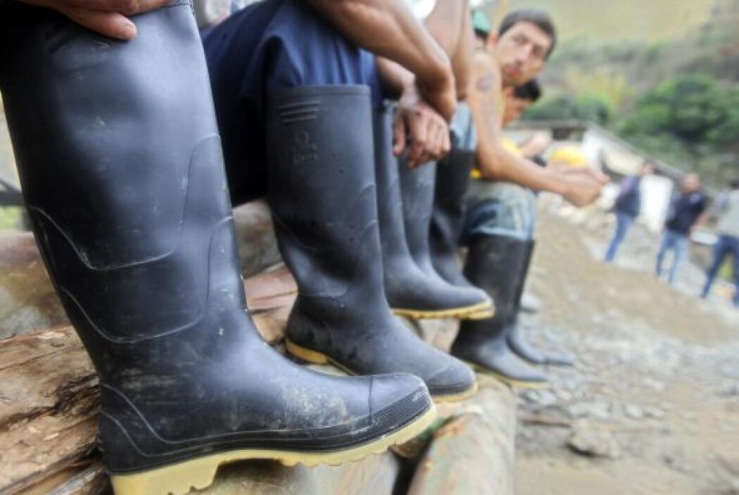 Los trabajos de rescate los están llevando a cabo los propios mineros de...
