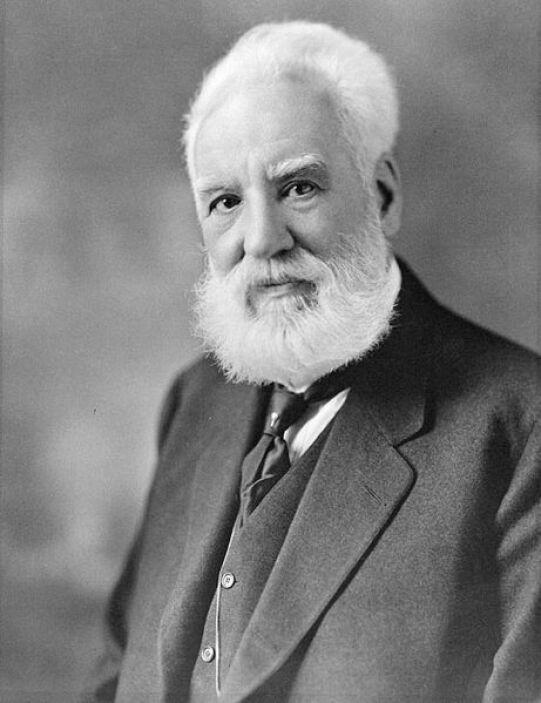 Alexander Graham Bell: Este científico e inventor escocés del área de la...