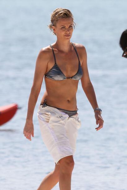 El bikini plateado le quedaba muy bien. Mira aquí los videos más chismosos.