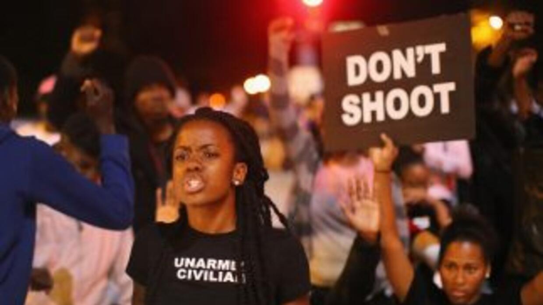 Tras la muerte de otro joven afroamericano por disparos de la policía, v...