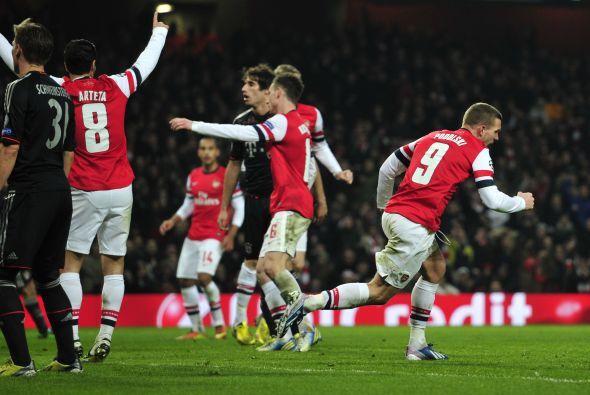 Lukas Podolski le daba emoción al juego al marcarle a su antiguo equipo.